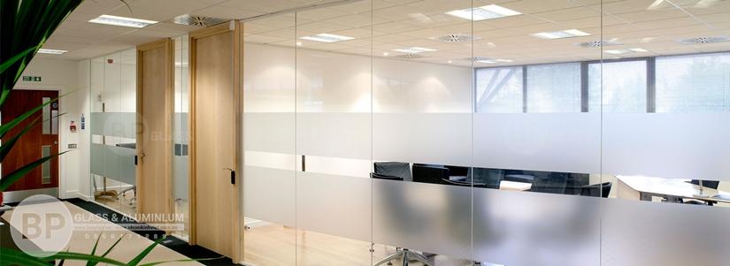 Cửa kính cường lực chất lượng cao tại Bùi Phát Glass