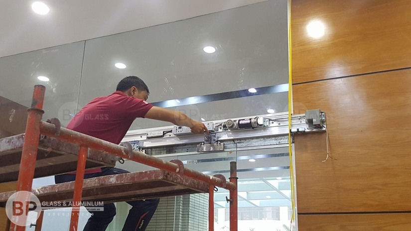 Cửa kính Cảm ứng thông minh nền tảng vượt trội