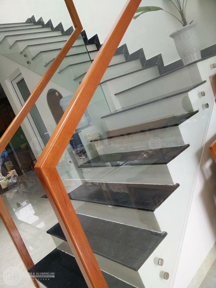 Cầu thang kính và những tiện ích khi sử dụng