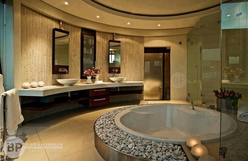 Phòng tắm kính trong phong cách tân tân cổ điển