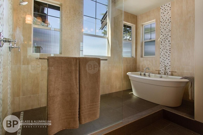 Kích thước Cửa kính toilet hợp lý cần đáp ứng những yêu cầu gì?