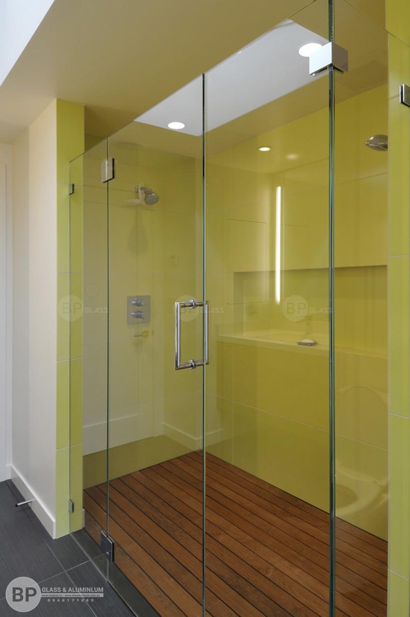 Lý do tại sao nên dùng vách kính cường lực cho nhà tắm