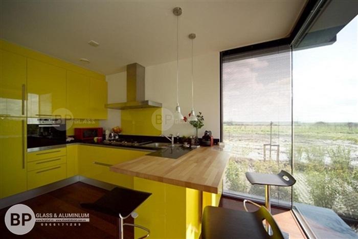 Kính ốp bếp màu vàng cam