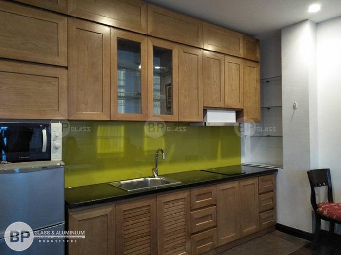 Kính màu ốp bếp– cho gian bếp tiện nghi bất ngờ