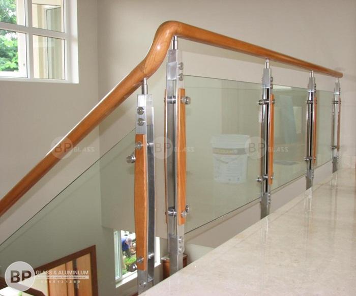Kính cường lực ứng dụng làm phòng tắm kính, cửa kính, cầu thang lan can