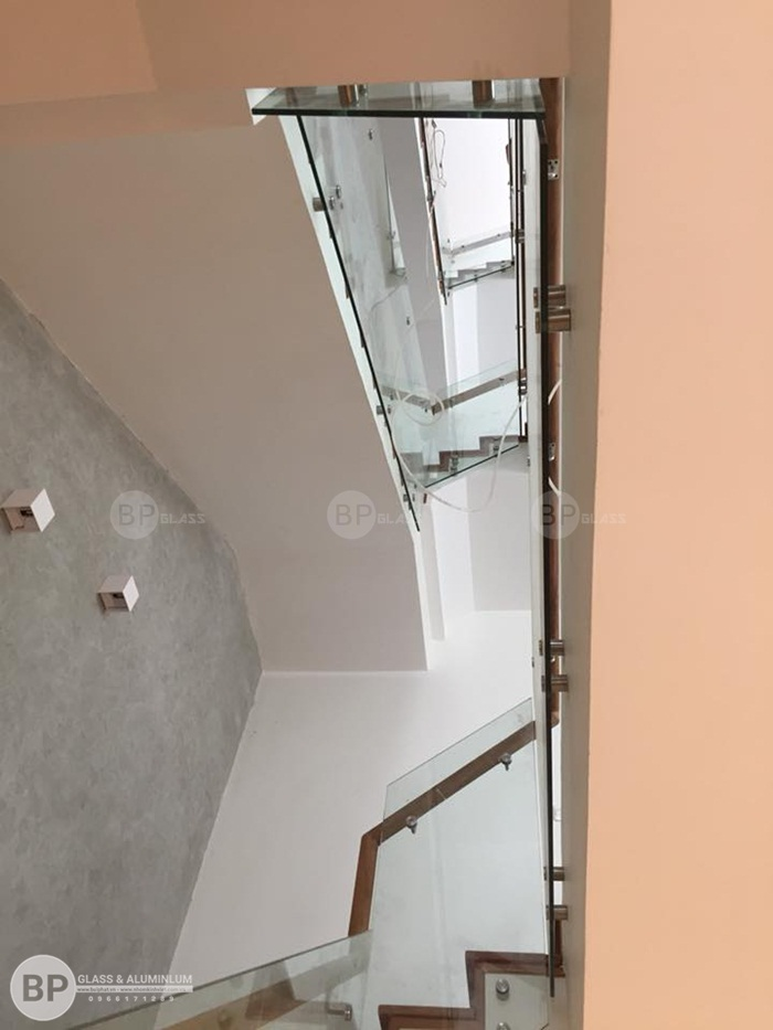 Để sở hữu 1 chiếc cầu thang kính tốt đảm bảo chất lượng bạn cần lưu ý gì?