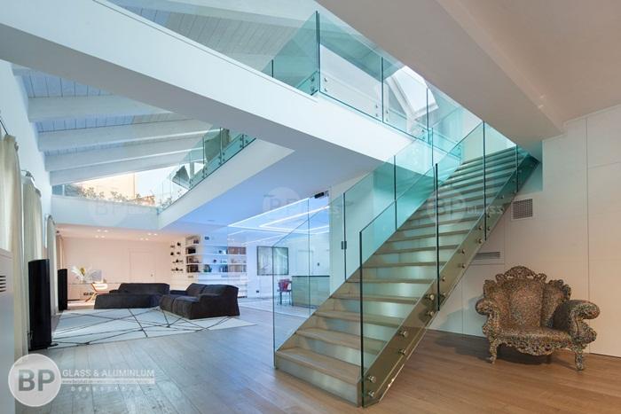 [Top 10] Mẫu cầu thang kính đẹp với mọi không gian nội thất