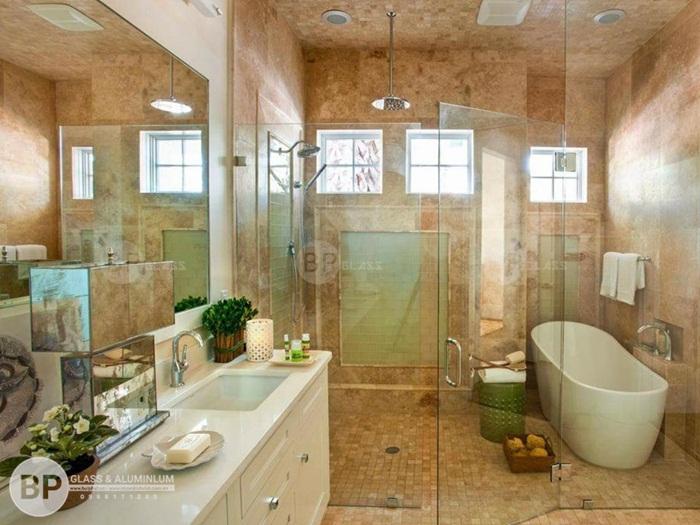 Tạo một phòng tắm sang trọng với cửa kính phòng tắm tại Mỹ