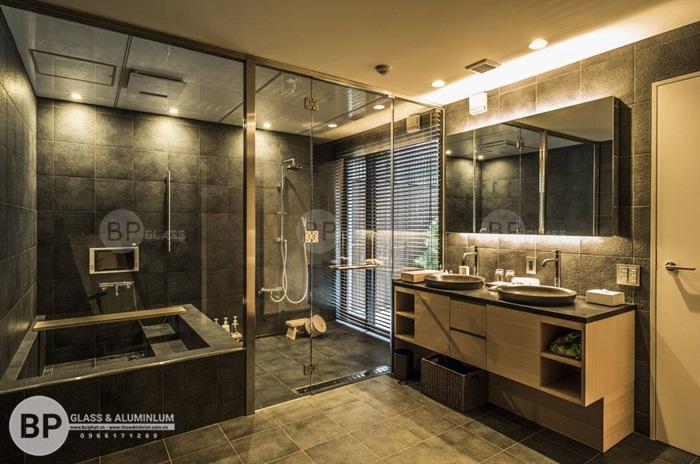 Lắp phòng tắm vách kính như thế nào cho an toàn