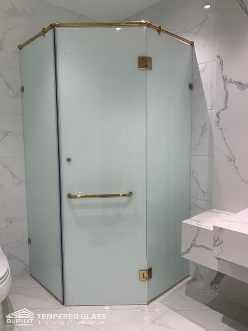 Vách tắm kính mờ