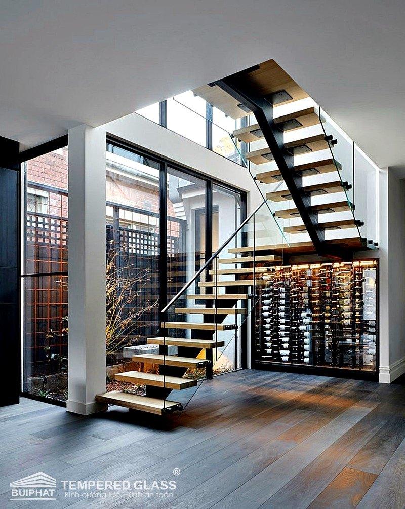 Lan can cầu thang gỗ kính